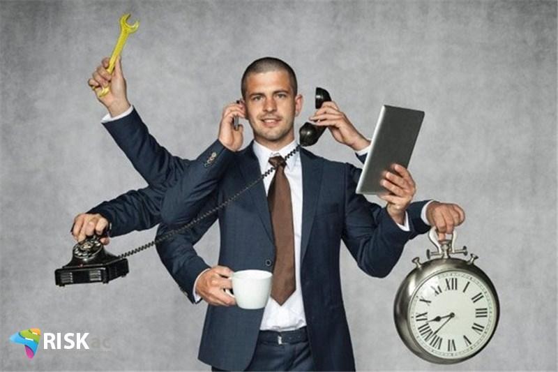 سود در کار کردن است نه کاغذگرفتن