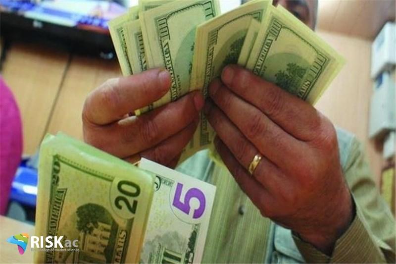 دولت حقوق را از فروش دلار می دهد